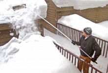 10 Best Roof Rakes for Snow Removal in 2021