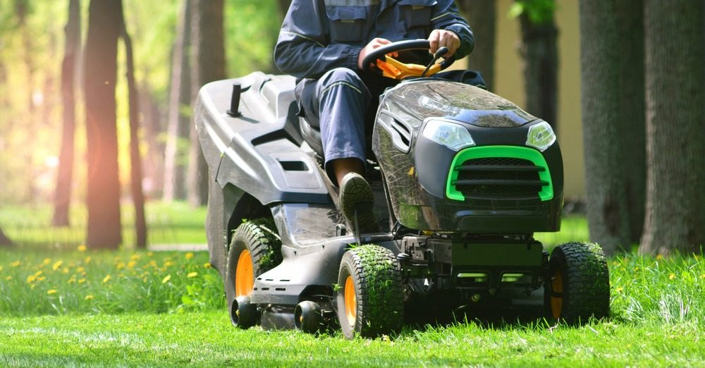 10 Best Riding Lawn Mowers in 2021